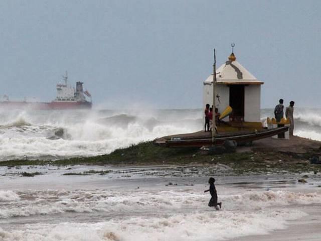 hud hud cyclone: 8 killed in andhra pradesh and odisha
