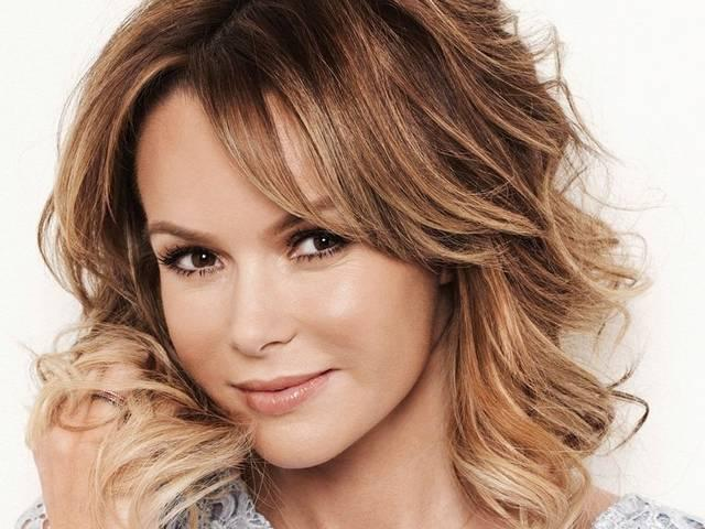 Amanda Holden flashes bum and toned legs in twitter picture