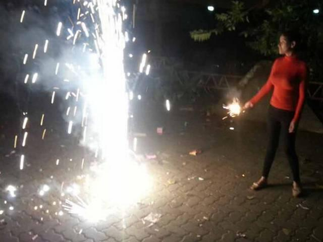 poonam shares diwali celebration pictures on twitter