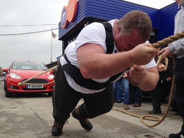 Derbyshire man Simon Plant pull 14 cars