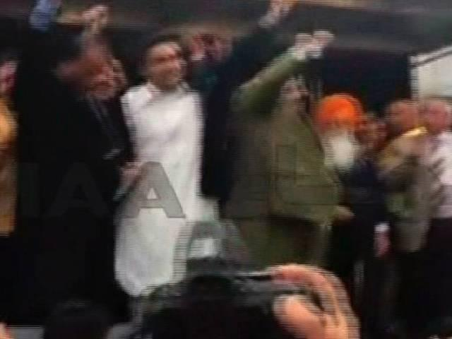 million march: people throw bottles and eggs on ppp's president bilawal bhutto