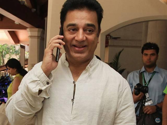 Kamal Hassan also involved in the swachchh bharat abhiyan, put the broom