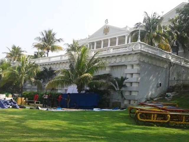 Salman Khan gifted Arpita a 3BHK terrace flat?