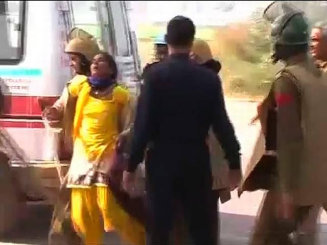 Haryana: Policemen storm Rampal's ashram; 200 injured in clashes