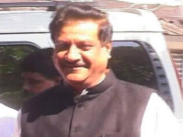 Chief Minister Prithviraj Chavan trapped inside the elevator