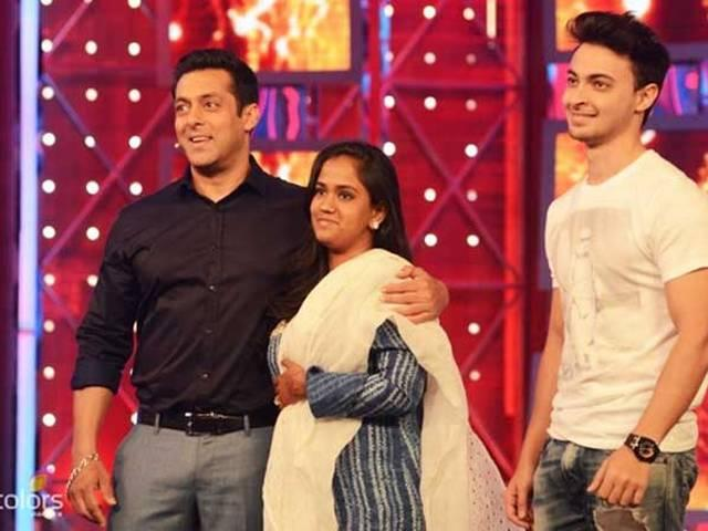 Salman's newly married sister Arpita with her husband was present at Bigg Boss show