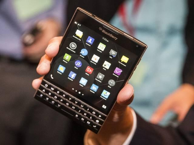 BlackBerry paying iPhone users to switch to Passport