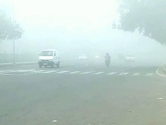 दिल्ली में फिर लौटा घना कोहरा, तापमान में गिरावट