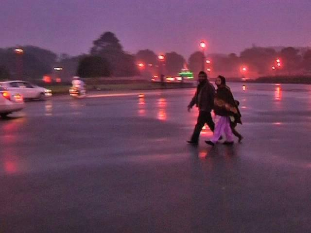 Delhi- North India shivers as rains lower temperature; Met department predicted similar conditions for today and possibility of more rains