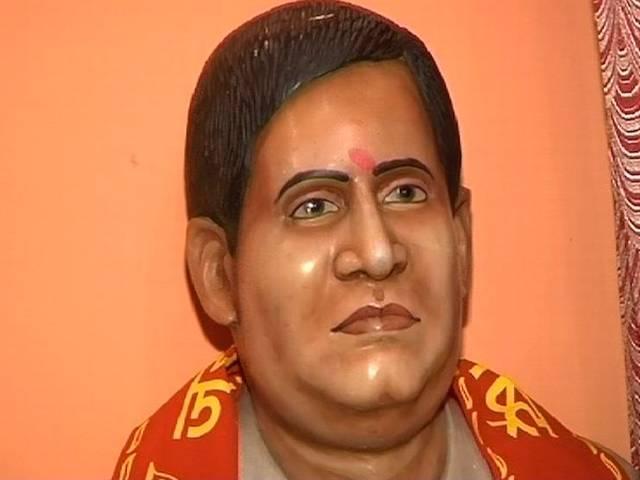 Hindu Mahasabha wants to install Godse's bust at public places