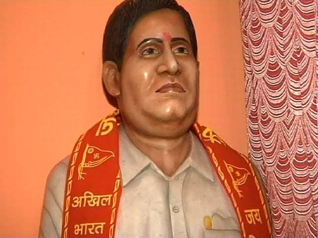 Hindu Mahasabha wants to install Godse's bust at public places, bjp is against on it