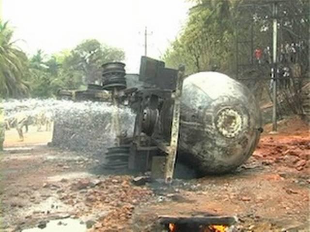 मंगलौर: टैंकर पलटने से लगी आग, छह की मौत