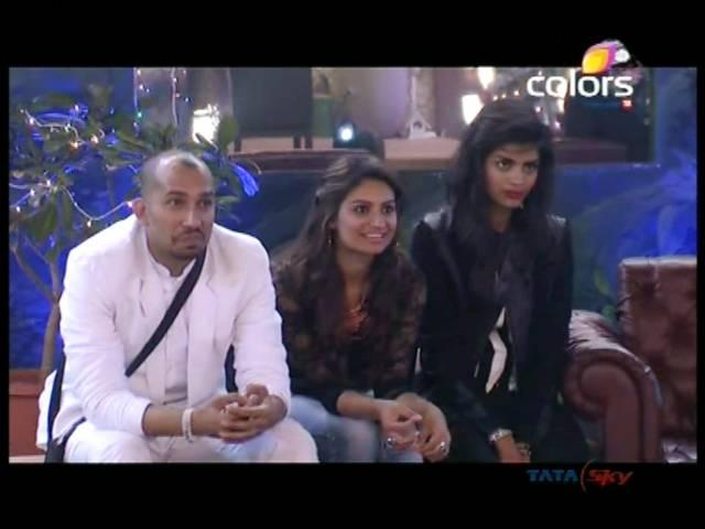 bigg boss caught in bollywood malfunction