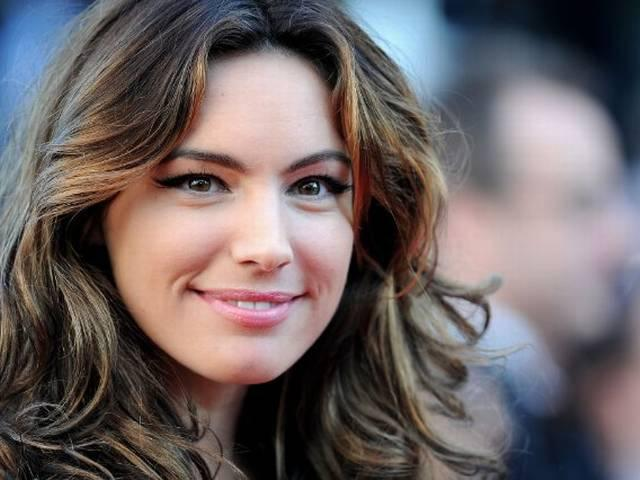 Kelly Brook to Curb Her Social Media 'Addiction' in 2015