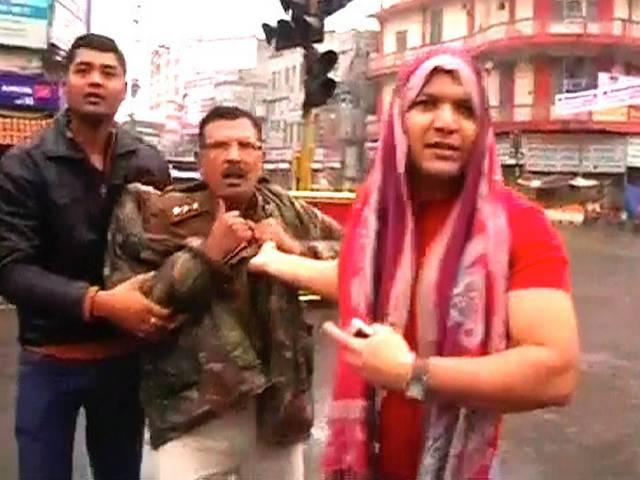patna police capture two up police men in camera