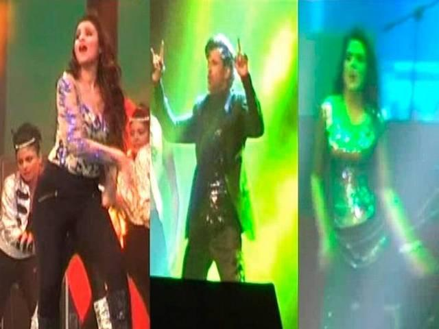 Hrithik Roshan Dances With Chief Minister Akhilesh Yadav, Wife Dimple as Audience