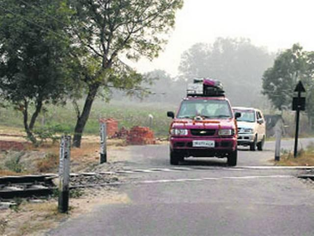 unmanned railway crossings to have gate mitra