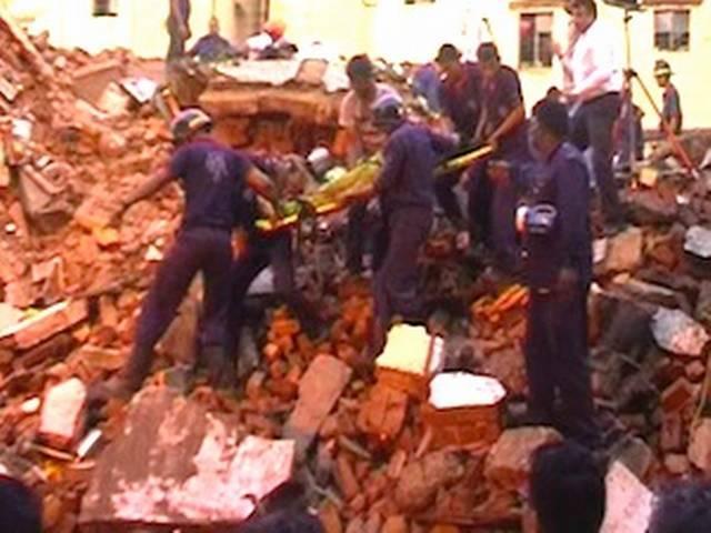 गुजरात के वडोदरा में दो इमारतें गिरी, पांच की मौत
