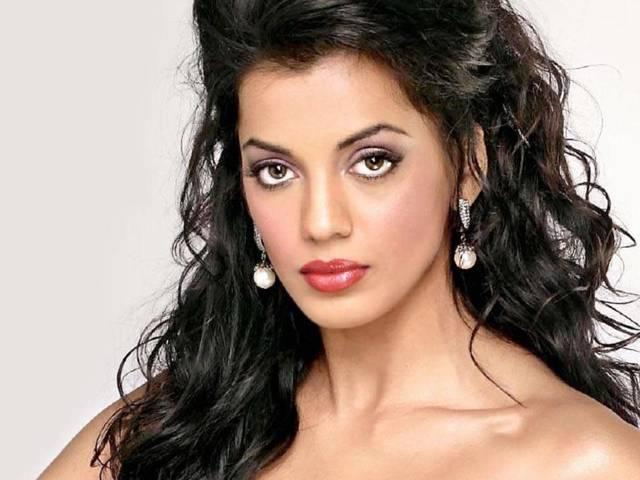 Mugdha Godse to be showstopper at India's first condom fashion show