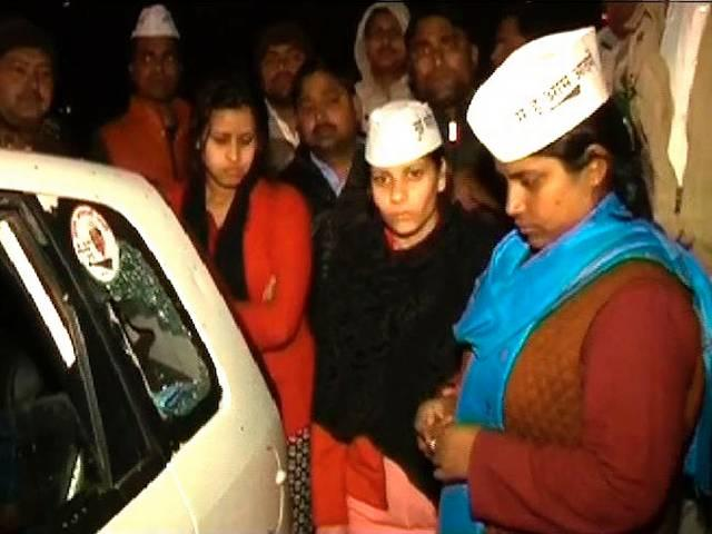 aam admi party's female candidate's car attcked allegedly