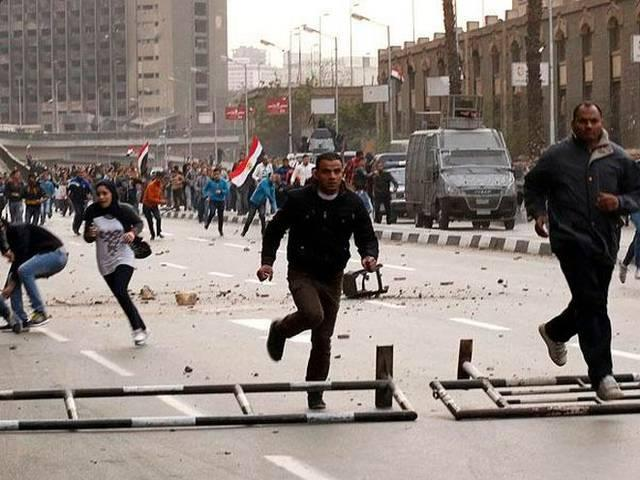 egypt: fotball fans-police fight kills 22