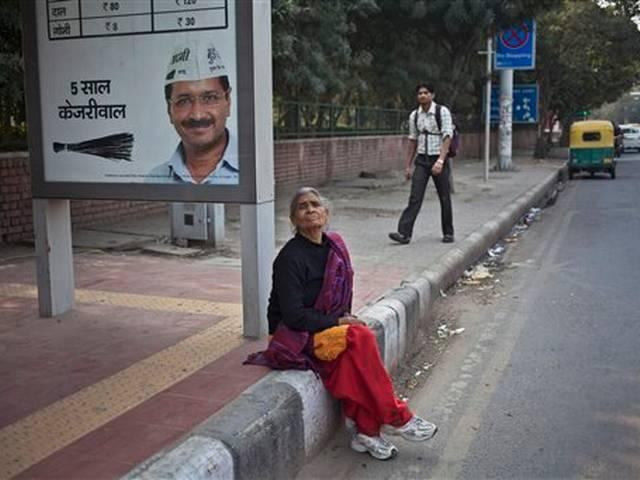 delhi assembly election 2105: when arvind kejariwal was moked by a guard
