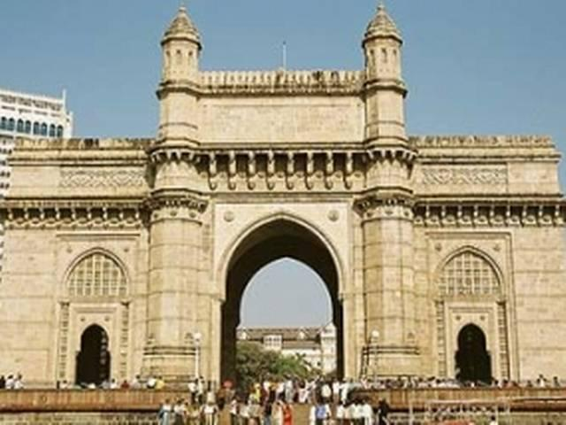 मुंबई: गेटवे ऑफ इंडिया पर युवक ने की खुदकुशी
