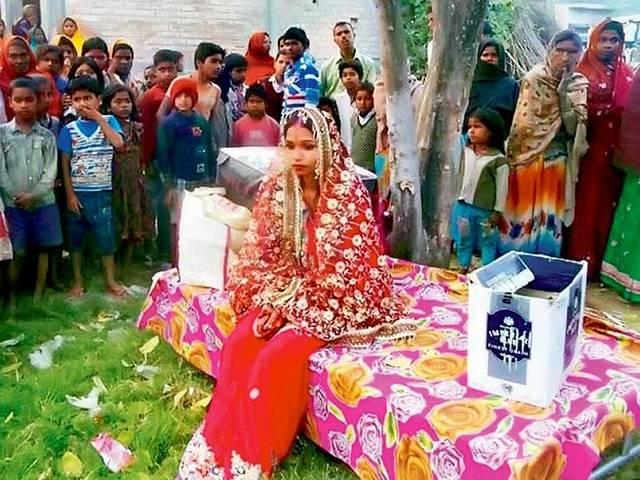 'I will die, but will not go back to my parents'_bride_protest_husband_home