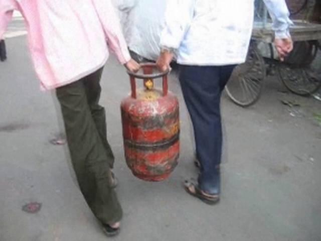 खुशखबरी, अब पेट्रोल पंप पर भी मिलेगी एलपीजी गैस!