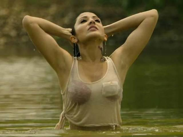 Bikini_katrina_priyanka_