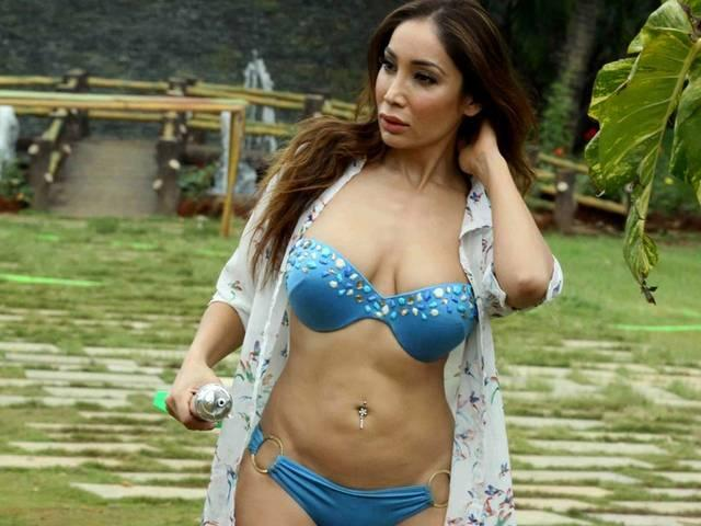 DO NOT WATCH MY VIDEO IF YOU ARE EASILY OFFENDED -SOFIA HAYAT