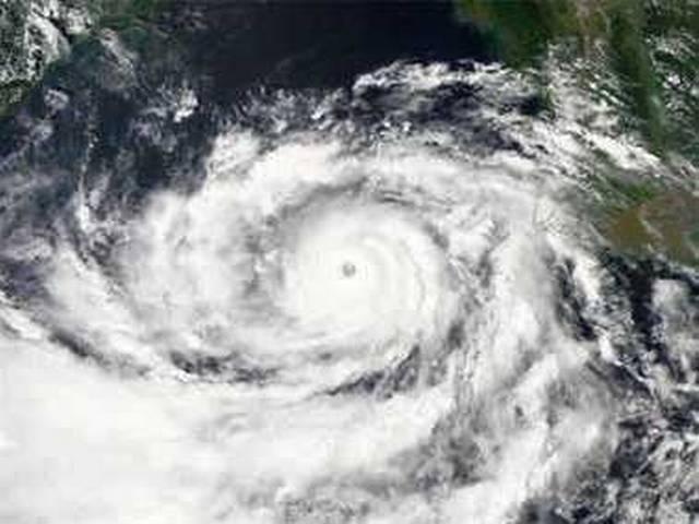 ओडिशा, आंध्र तट के करीब पहुंच गया है चक्रवाती तूफान