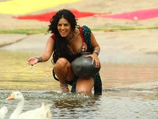 Sunny Leone gets skin infection