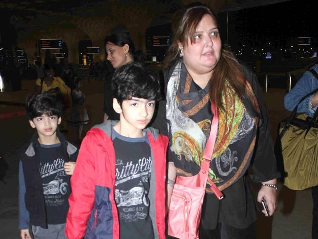 Bolywood actor Hrithik Roshan's sons Hrehaan and Hridhaan, sister Sunaina mother Pinky Roshan spotted at Mumbai airport going to Maldives for a family holiday, in Mumbai, India on March 18, 2015..jpg