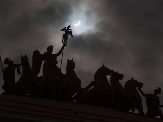 People view the total solar eclipse
