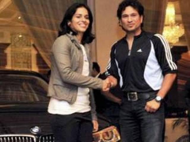 सचिन के हाथों सायना को मिली BMW की चाभी