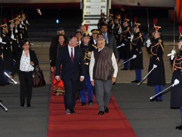 PM Modi arrives in Paris