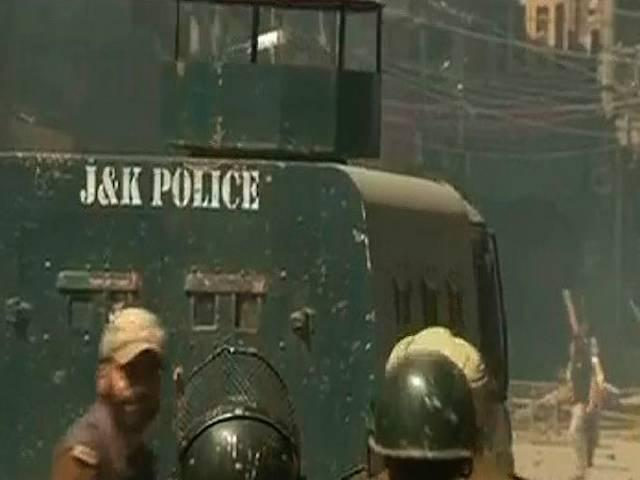 Yasin Malik's protest against clusters for Pandits turns violent