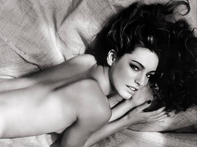 Kelly Brook nude photos leaked and put online