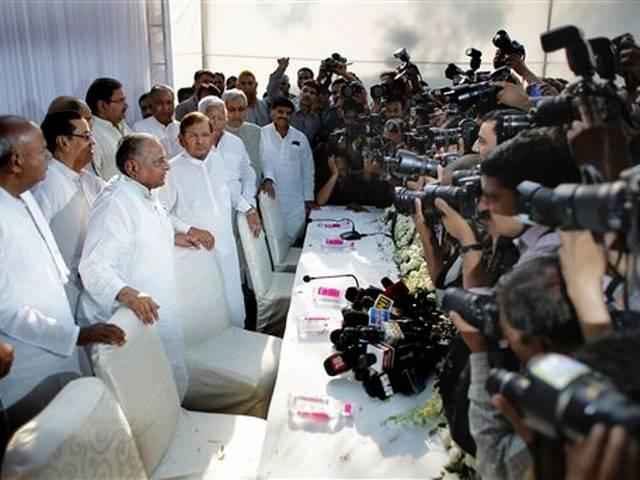 Janata Parivar announces merger, Mulayam to head new party