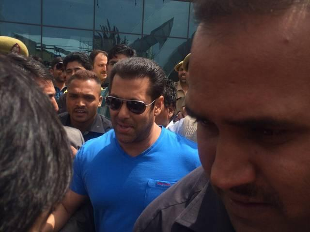 Salman Khan shooting Bajrangi Bhaijaajan in kashmir