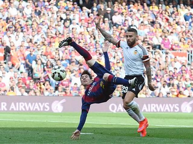 Lionel messi s 400th goal boosts barcelona title bid in valencia win - Messi bicycle kick assist ...
