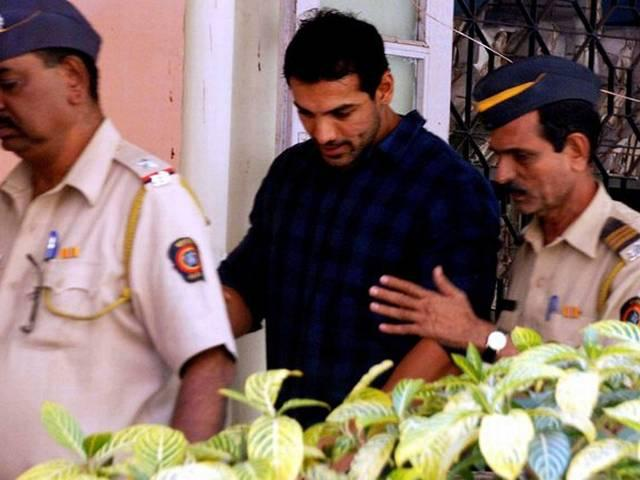 bollywood-stars-who-went-to-jail
