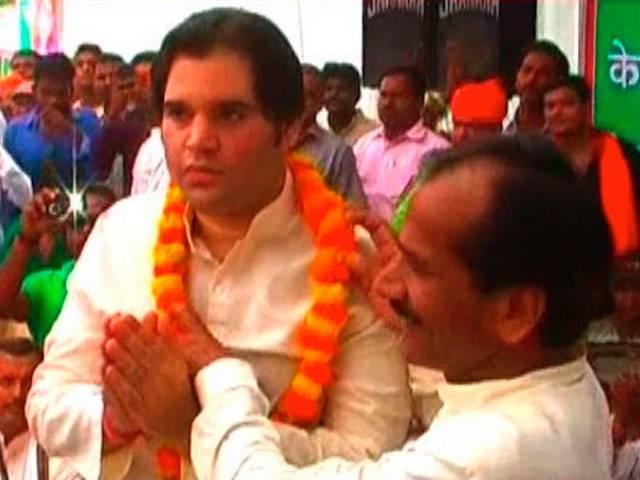 varun gandhi with farmers