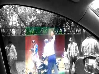 Delhi police attacking woman