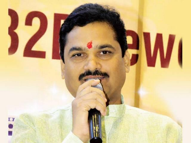Maha minister faces flak for inaugurating bar