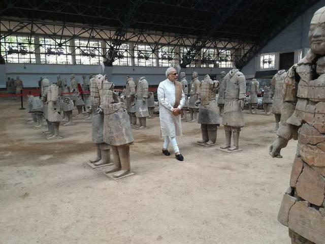 modi_in_china_in_temple_memorial