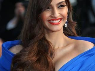 Sonam Kapoor dress on new year party 2016