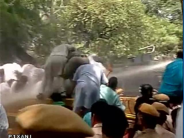 Delhi: BJP Protests against Arvind Kejriwal's outside his house over Snoopgate issue, water cannon used against  protestors.