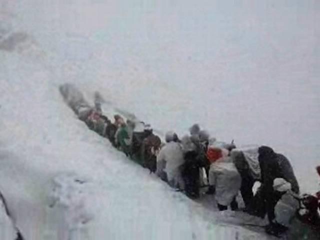 hemkund sahib yatra stop by heavy snowfall